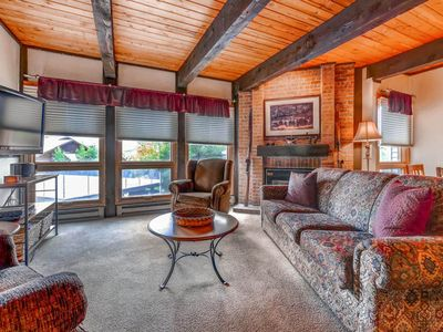 Photo for Cozy Mountain Condo Close To hot tubs & Pool, Nearby Trails, Restaurants, Shops
