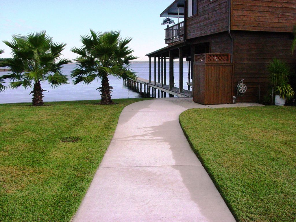 Lakefront Home Private Fishing Pier Walk To Stores