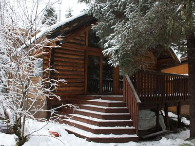 Perfect Location! Cozy And Quiet Log Cabin; Walking Distance To Ski Lifts!!