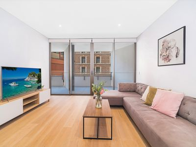 Photo for Luxury 2BR Apartment adjoining Darling Harbour ICC Chinatown