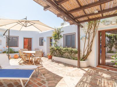 Photo for Holiday Apartment Close to the Beach with Air Conditioning & Terrace; Parking Available; Pets Allowed
