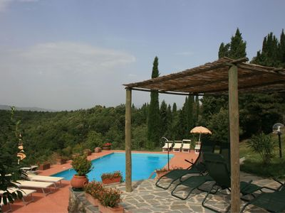 Photo for Cosy apartment for 4 guests with WIFI, pool, TV and parking, close to Arezzo