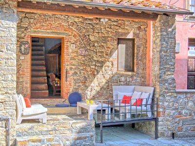 Photo for House in the center of Pergine Valdarno with Internet, Air conditioning, Parking, Washing machine (1020548)