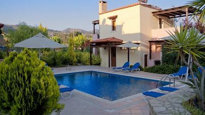 Photo for Independent villas with pool for 6 people in central Crete