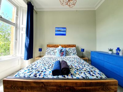 Photo for Unwind At A Tranquil, Quirky Apartment In West End
