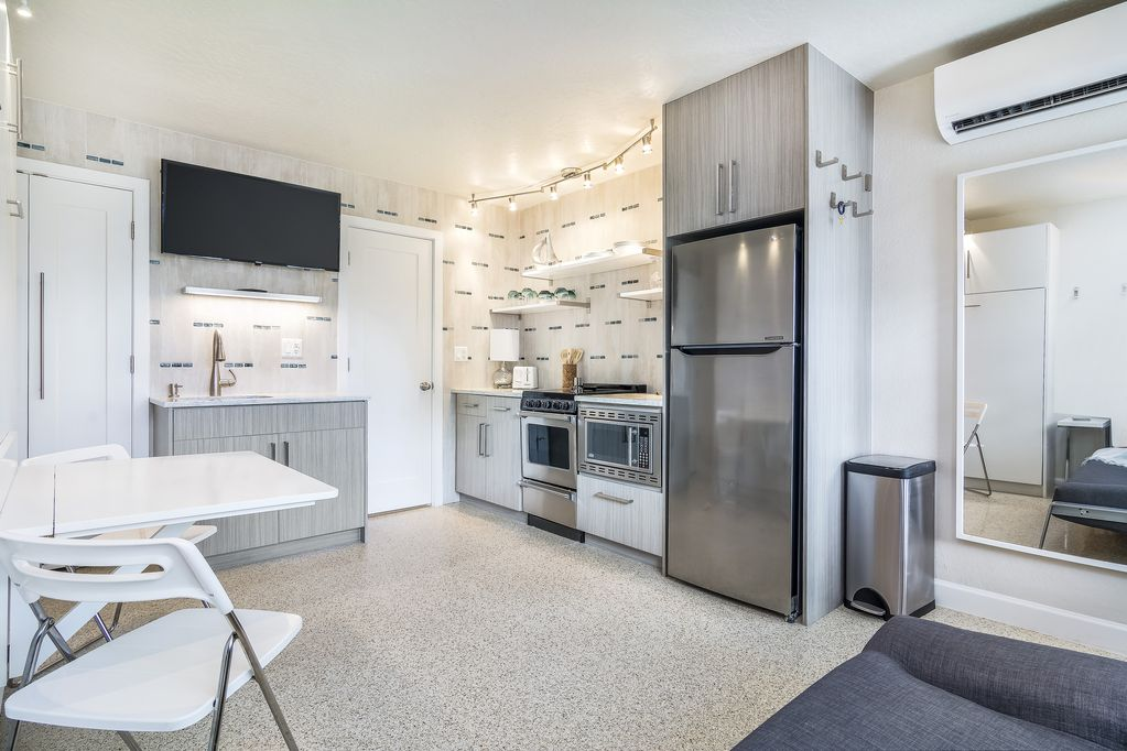 Beautiful, Modern Apartment with AMAZING Beach Access! - Winslow ...