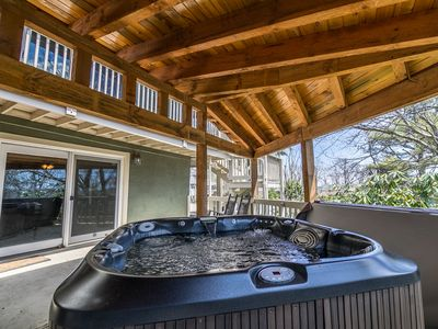 Photo for A Slopeside Getaway - Boone home with great amenities! Hot tub, pool table, arcade games!