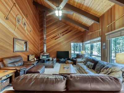 Photo for Comfy cabin w/ private hot tub plus SHARC access - dogs ok!