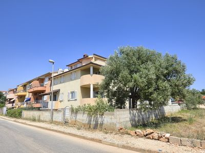 Photo for Large apartment with 4 bedrooms, 2 bathrooms, air conditioning, WiFi, balcony and only 200 meters to the beach
