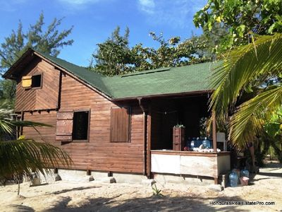 Photo for Beachfront cabin, Cayos Cochinos in the Caribbean.
