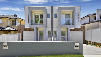 Photo for 5 Bdrm Ultra Modern Sydney Home, Sleeps 10, Close to City Centre, Great Value