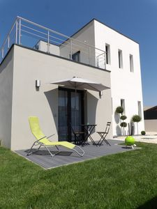 Photo for Modern T1 with private parking and garden at 450m from the beach in FOURAS