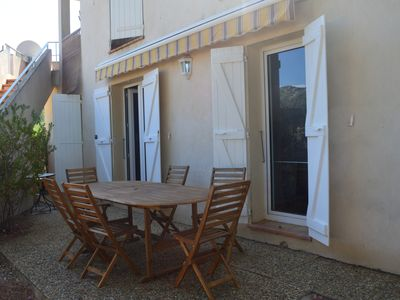 Photo for T2 apartment in a quiet close to the sea from 450 € the week.