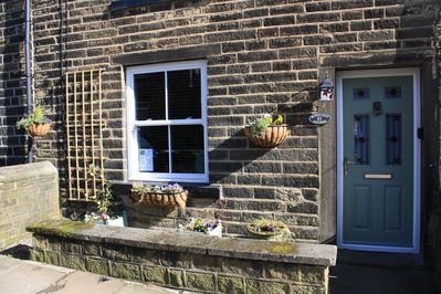 Welcome to Maple Leaf Cottage, 61 Sun Street, Haworth