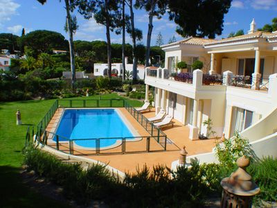 Photo for 4 bedroom Villa, sleeps 10 in Vale do Lobo with Pool, Air Con and WiFi