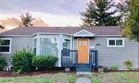 Carla's house is the perfect place for your family to stay while enjoying beautiful Seattle!