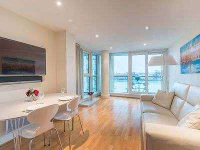 Photo for Stunning flat overlooking the Thames