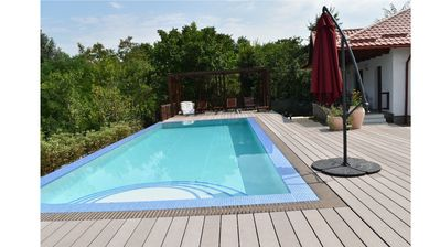 The edgeless pool--4 m x 10 m and heated