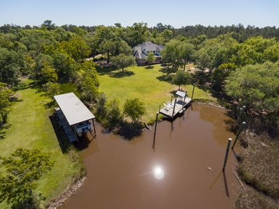 PRIVATE FISHING/BOAT DOCK, IDEAL FOR SOCIAL DISTANCING, HOT TUB, BEACH OPEN