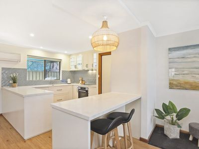 Photo for 4/11 Cornhill Road - Modern and Fresh in a Central Location