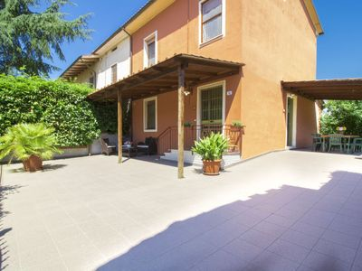 Photo for 4 bedroom Villa, sleeps 8 in Montefalcone with Pool, Air Con and WiFi