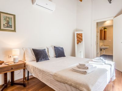 Photo for Ghibellina al Top Spacious, bright and tranquil apartment