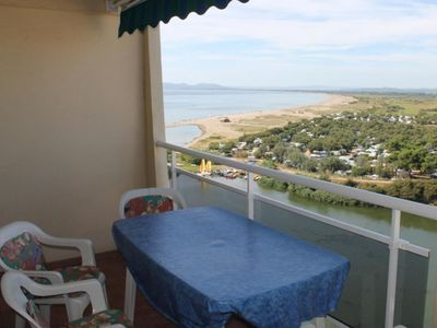 Photo for Apartment in front of the beach and sea view