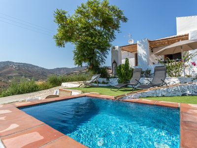 Photo for Country villa w/ beautiful mountain views, private pool & terrace!