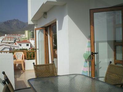Double balcony with view to the mountains and sea