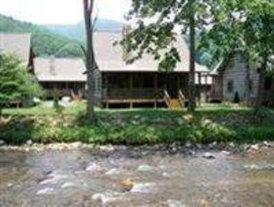 Photo for The Village #32: 2 BR / 2 BA two bedroom log cabin in Maggie Valley, Sleeps 6