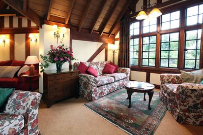 Sitting room with delightful features andn plenty of sitting space!