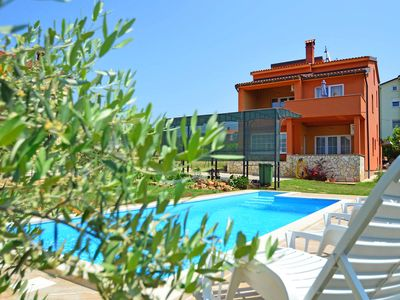 Photo for This 5-bedroom villa for up to 10 guests is located in Novigrad and has a private swimming pool, air