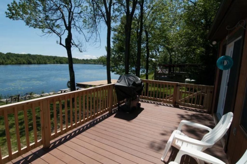 Upscale lakefront vacation rental in the heart of the for Lake cabin rentals pennsylvania
