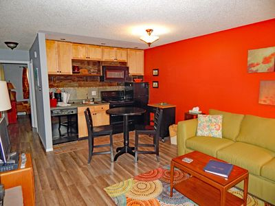 StayWinterPark-Hi-Country-Haus-403-living-and-dining-area