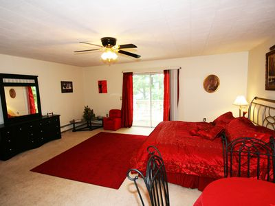 Red room - romantic with king size bed overlooking the lake with balcony.