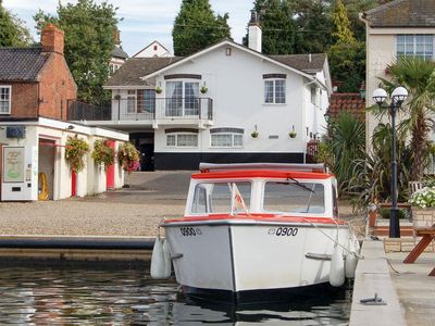 Photo for 4 bedroom property in Horning.