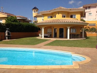 Photo for Detached villa for 6 people with private swimming-pool with direct sea views