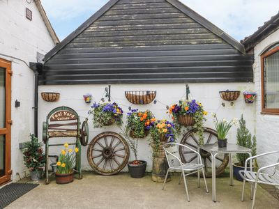 Photo for THE SHETLAND, pet friendly in York, Ref 980092
