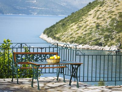Photo for Fantastic 1 bed villa right on the water