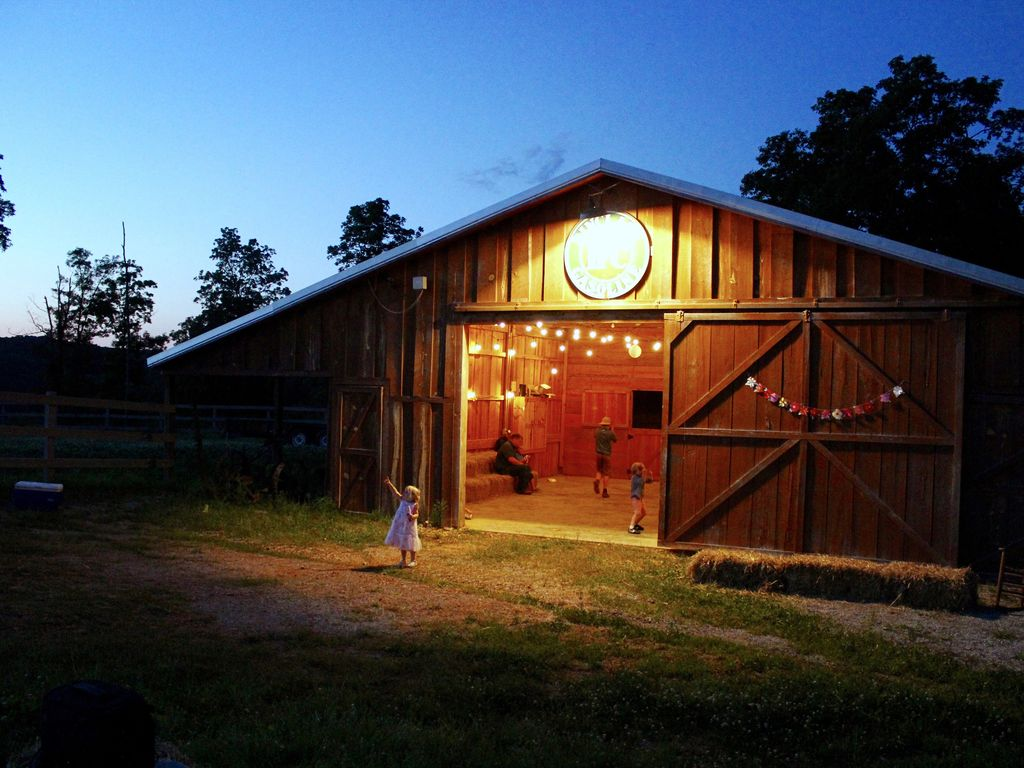 Hell Creek Lodge Cave Event Barn Sleeps 25 In Beds