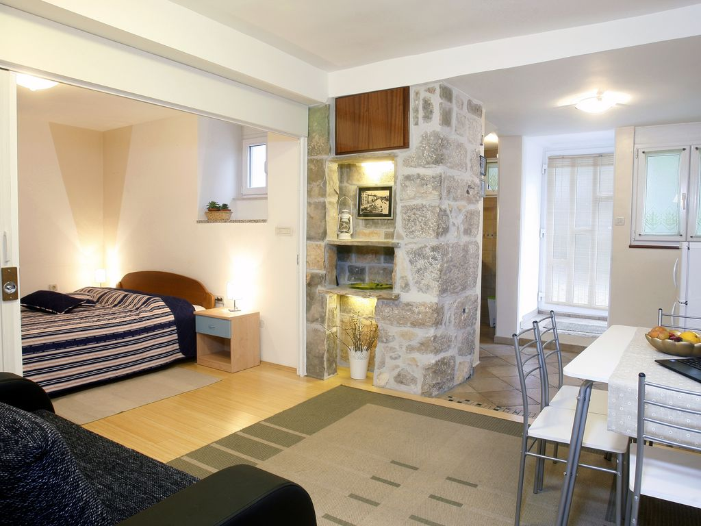 Beautiful old town centre apartment with a charming ...