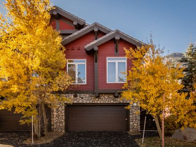Photo for Sunny, Bright & Warm 4/4 on the Snowcreek Meadow! Private Hot Tub and WIFI, 2 car parking!