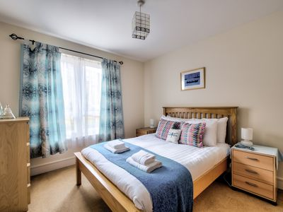 Photo for Bright, Spacious 2BDR Flat