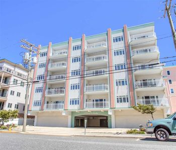 Beachblock, Elevator, Internet, TV, Central A/C, Grill, Outside Shower, Well-equipped kitchen