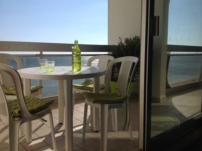Photo for Apartment with terrace facing the sea (wifi)