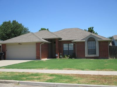 Photo for ELEGANT REMODELED MOORE HOME 8 MILES FROM UNIVERSITY OF OKLAHOMA