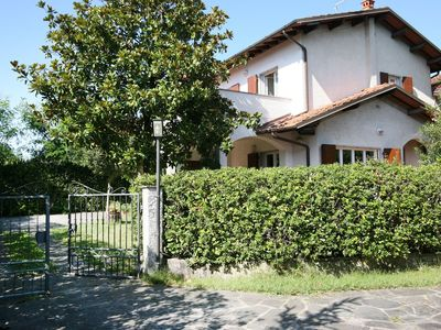 Photo for Villa in Forte dei Marmi for 8 People with Garden and WiFi