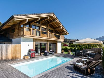 Photo for Luxury holiday home with private swimming pool near the ski piste
