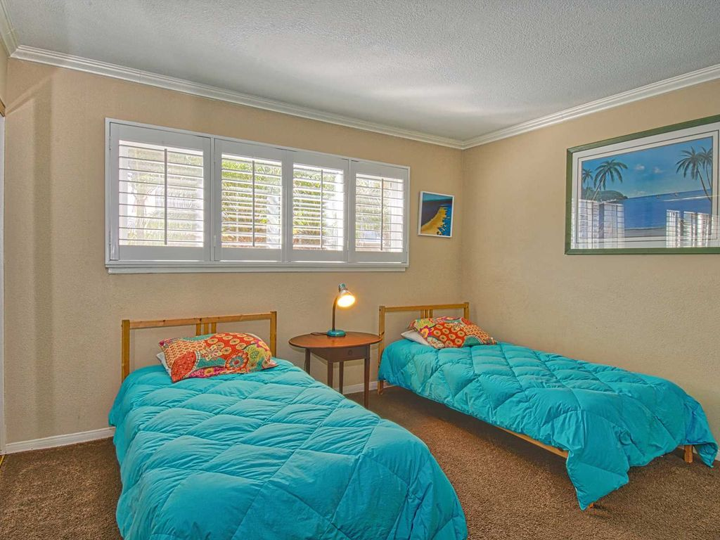 Perfectly located and spacious lower unit in the heart of West Newport!