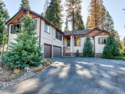 Luxurious mountain home in park-like setting w/ furnished deck - close to skiing